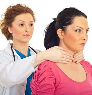 Hypothyroid-Symptoms-Enlarged-Goiter-Woman-Doctor